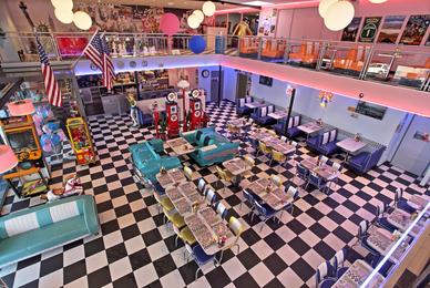 Un restaurant à l'ambiance des fifties américaines